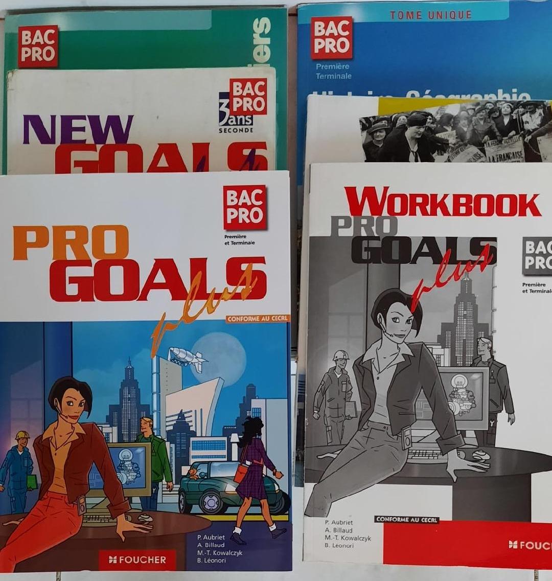 Livres «Bac Pro» retrouvés au Square Dupont